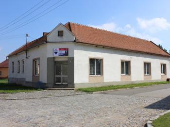 Pohled z ulice - Prodej komerčního objektu 214 m², Blatnička