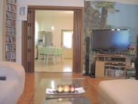 obývací pokoj s průhledem do kuchyně (Prodej domu v osobním vlastnictví 250 m², Sedlec)