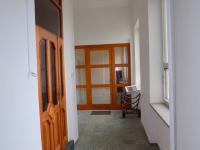 část chodby, vstup do 2.NP a prodejny č.3 - Prodej komerčního objektu 749 m², Veselí nad Moravou