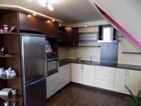 kuchyně v patře - Prodej domu v osobním vlastnictví 250 m², Svatobořice-Mistřín