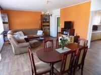 obývací pokoj s jídelnou v přízemí - Prodej domu v osobním vlastnictví 250 m², Svatobořice-Mistřín