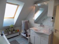 koupelna v patře - Prodej domu v osobním vlastnictví 250 m², Svatobořice-Mistřín