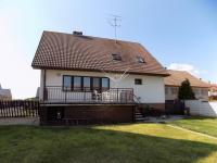 pohled ze zahrady na RD a terasu - Prodej domu v osobním vlastnictví 250 m², Svatobořice-Mistřín