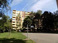 hřiště u bytového domu - Prodej bytu 1+1 v osobním vlastnictví 32 m², Hodonín