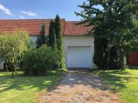 vjezd do garáže z ulice - Prodej domu v osobním vlastnictví 250 m², Miroslav