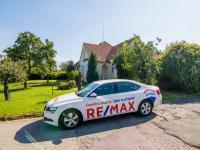 příjezd k domu - Prodej domu v osobním vlastnictví 250 m², Miroslav