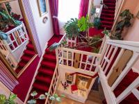 hala se schodištěm - Prodej domu v osobním vlastnictví 250 m², Miroslav