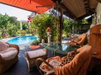 venkovní terasa s bazénem - Prodej domu v osobním vlastnictví 250 m², Miroslav