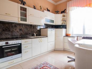 kuchyně - Prodej domu v osobním vlastnictví 250 m², Miroslav