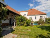 terasa s bazénem - Prodej domu v osobním vlastnictví 250 m², Miroslav