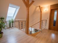 hala v podkroví - Prodej domu v osobním vlastnictví 186 m², Velké Bílovice