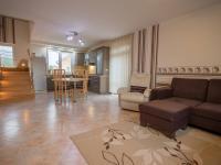 obývací pokoj s kuchyňským koutem - Prodej domu v osobním vlastnictví 186 m², Velké Bílovice