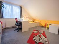 pokoj v podkroví - Prodej domu v osobním vlastnictví 186 m², Velké Bílovice
