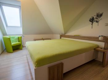 ložnice - Prodej domu v osobním vlastnictví 186 m², Velké Bílovice