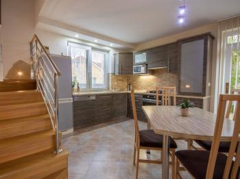 kuchyňský kout  - Prodej domu v osobním vlastnictví 186 m², Velké Bílovice