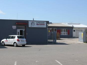 areál-vjezd - Prodej komerčního objektu 2402 m², Hodonín