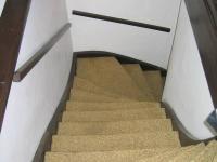Schody do patra. (Prodej domu v osobním vlastnictví 273 m², Horní Maršov)