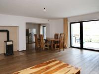 Obývací pokoj se vstupem do kuchyně (Prodej domu v osobním vlastnictví 258 m², Rožmitál pod Třemšínem)