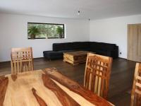 Otevřený obývací pokoj s kuchyní (Prodej domu v osobním vlastnictví 258 m², Rožmitál pod Třemšínem)