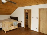 Ložnice se šatnou ve 2.NP (Prodej domu v osobním vlastnictví 258 m², Rožmitál pod Třemšínem)