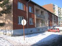 Pohled z ulice. (Prodej bytu 4+1 v osobním vlastnictví 73 m², Příbram)