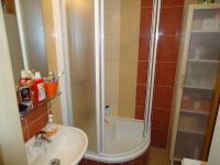 Koupelna. (Prodej bytu 4+1 v osobním vlastnictví 73 m², Příbram)