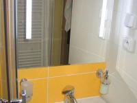 Koupelna. (Prodej bytu 3+1 v osobním vlastnictví 60 m², Dobříš)