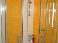 Koupelna-sprcha. (Prodej bytu 3+1 v osobním vlastnictví 60 m², Dobříš)