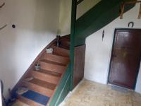 Dřevěné schodiště do patra - Prodej chaty / chalupy 210 m², Zbytiny
