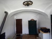 Pokoj se vstupem do sklepa a koupelny / přízemí / - Prodej chaty / chalupy 210 m², Zbytiny