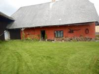 Boční pohled se zahradou - Prodej chaty / chalupy 210 m², Zbytiny