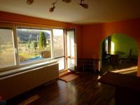 Pohled z obývacího pokoje na terasu a zahradu (Prodej domu v osobním vlastnictví 282 m², Chvatěruby)