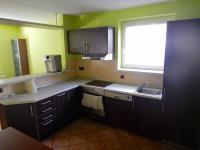 Kuchyně v 1.NP (Prodej domu v osobním vlastnictví 282 m², Chvatěruby)