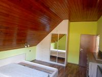 Pokoj ve 2.NP (Prodej domu v osobním vlastnictví 282 m², Chvatěruby)