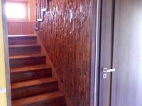 Schodiště do patra (Prodej domu v osobním vlastnictví 282 m², Chvatěruby)