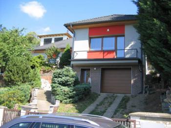 Pohled na dům. - Prodej domu v osobním vlastnictví 356 m², Beroun
