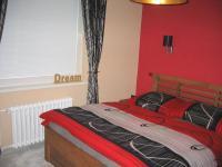 Ložnice. - Prodej domu v osobním vlastnictví 356 m², Beroun