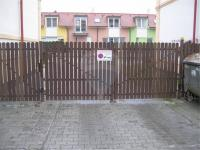 Vjezd do zadního traktu domu. (Pronájem bytu 2+kk v osobním vlastnictví 41 m², Králův Dvůr)