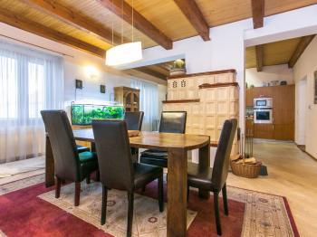 Jídelní kout. - Prodej domu v osobním vlastnictví 329 m², Libomyšl