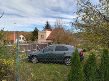 dům ze zahrady s parkovacím stáním - Prodej domu v osobním vlastnictví 230 m², Jince