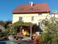 dům z východní strany - Prodej domu v osobním vlastnictví 230 m², Jince