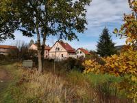 dům z jižní strany - Prodej domu v osobním vlastnictví 230 m², Jince