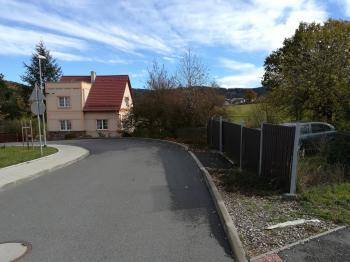 Pohled z ulice. - Prodej domu v osobním vlastnictví 230 m², Jince