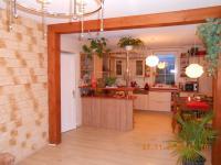 obývací pokoj s kuchyňským koutem - Prodej domu v osobním vlastnictví 230 m², Jince
