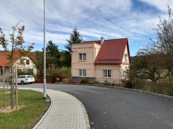dům jihozápadní strany - Prodej domu v osobním vlastnictví 230 m², Jince