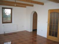 Obývací pokoj. - Prodej domu v osobním vlastnictví 196 m², Trubská