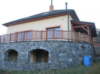 Pohled na dům ze zahrady. - Prodej domu v osobním vlastnictví 196 m², Trubská