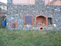 Venkovní krb a udírna. - Prodej domu v osobním vlastnictví 196 m², Trubská
