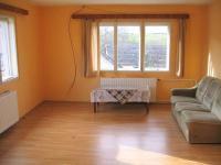 Obývací pokoj v patře. - Prodej domu v osobním vlastnictví 241 m², Zbinohy