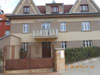vlevo vstup do sklepní prostory mimo dům - Prodej bytu 4+kk v osobním vlastnictví 109 m², Praha 9 - Kbely